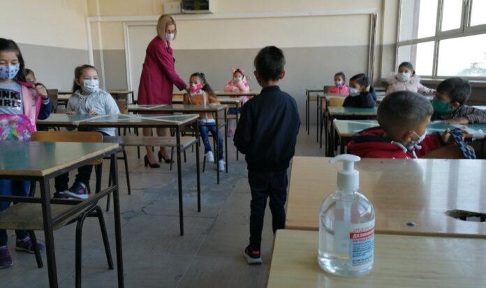 maqedoni-do-te-vendosen-teste-per-coronavirus-ne-shkolla